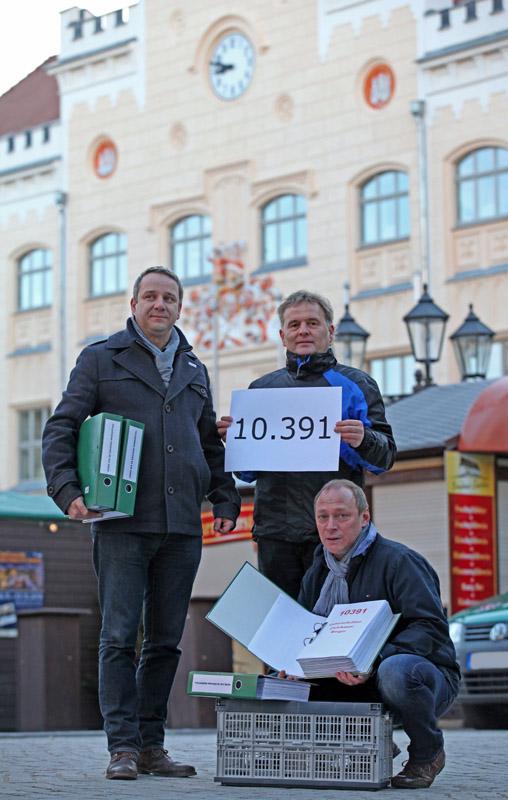 Zwickau Justizvollzugsanstalt Neubau Unterschriften uebergeben 25.11.2013
